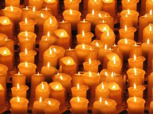 kaarsen in het klooster van egmond aan zee